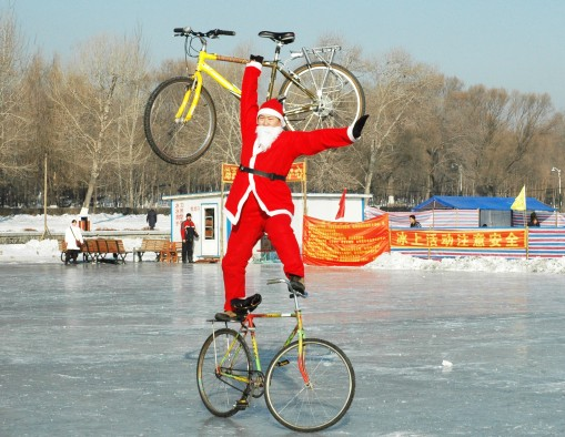 (2)CHINA-CHANGCHUN-SANTA CLAUS-BIKE STUNT (CN)