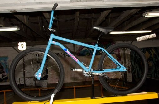 performer-24-gt-bicycles-2017-bmx-bike-blue